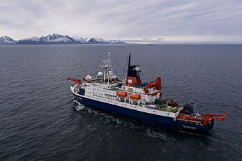 Polarstern ankommer Svalbard,