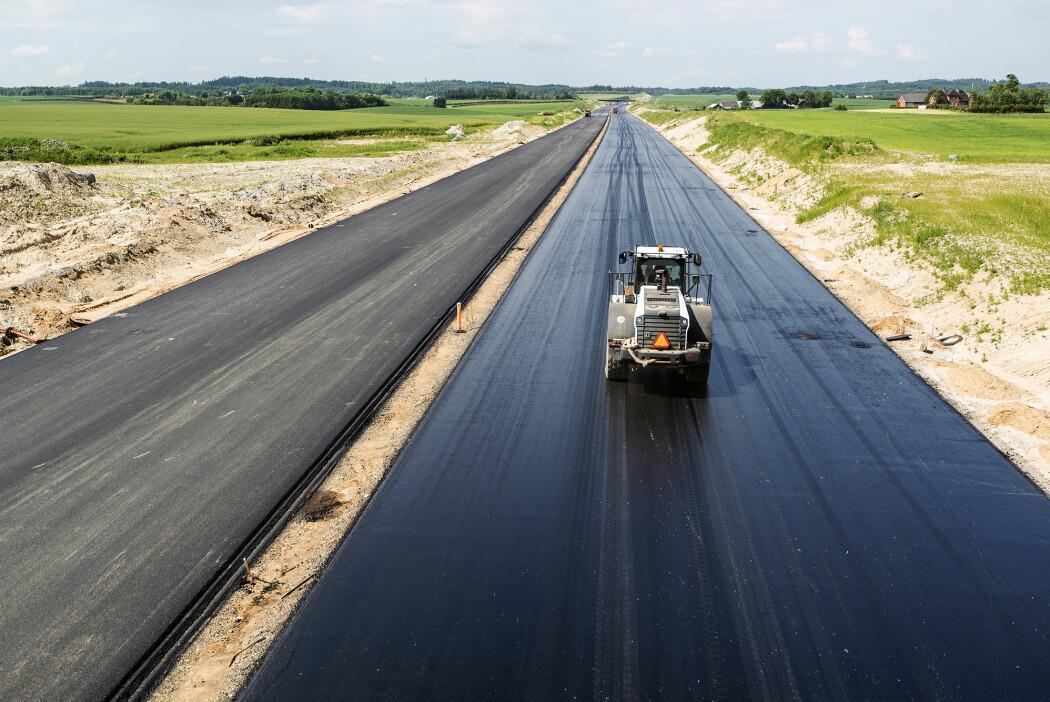 – 10-12 prosent av Noregs statsbudsjett går til vegbygging, infrastruktur og vedlikehald. Då er det viktig at dette blir gjort med minst mogleg utslepp og avfall, seier O'Born.