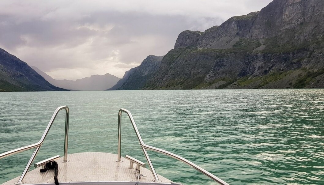 Feltarbeid fra båt på Gjende.