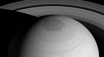 Hvorfor er det en enorm, sekskantet storm over Saturns nordpol?