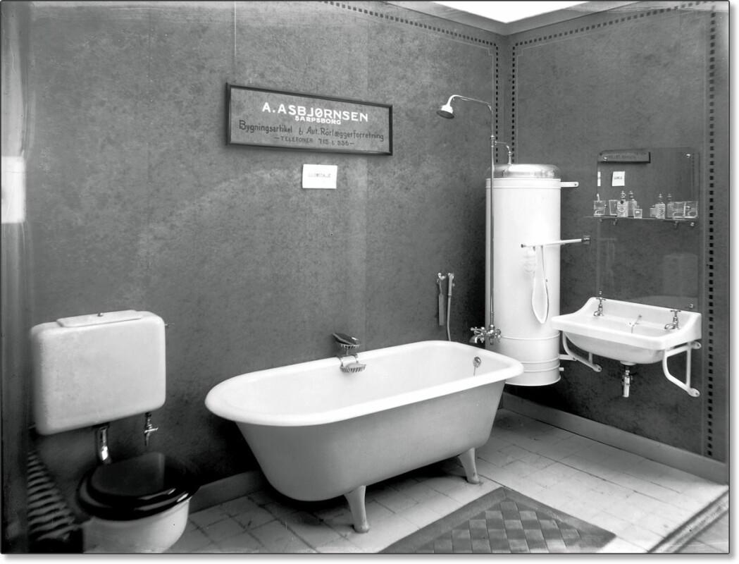 Så moderne kunne et bad bli i 1930, om du kjøpte det hos A. Asbjørnsen bygningsartikkel og rørleggerforretning i Sarpsborg.
