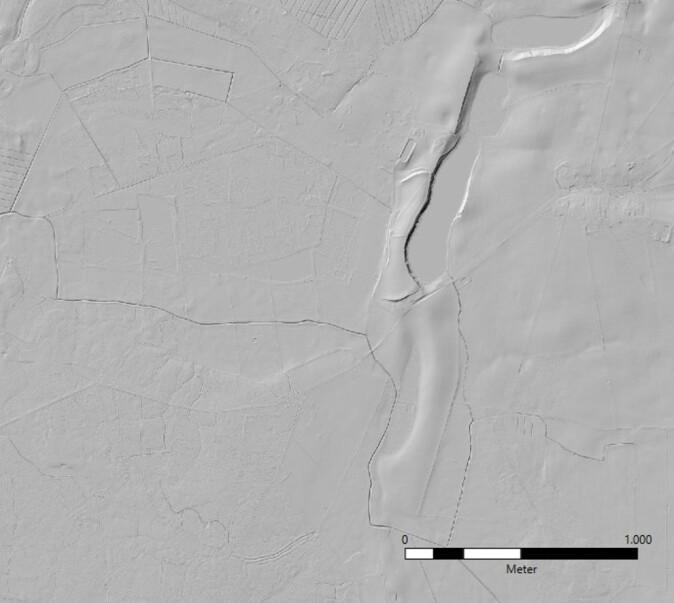 Lidar-teknologi gjør det mulig å se konturene av et landskap uten vegetasjon. Her ses et LIDAR-bilde av vollanlegget ved Trygge Slot.