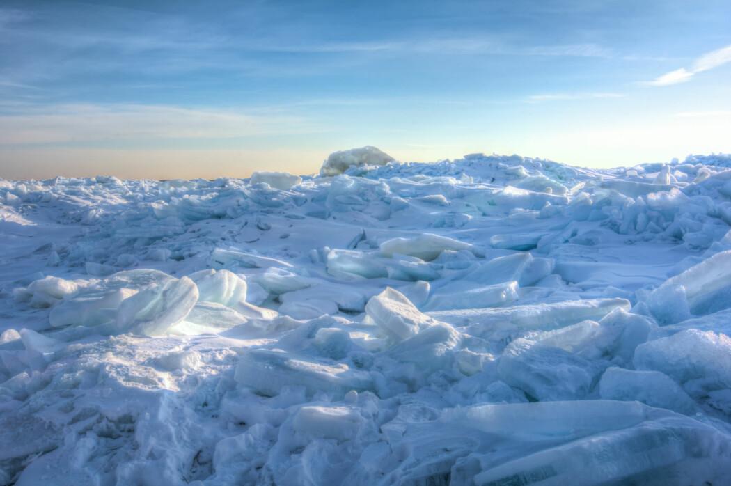 Forskerne fant at nedfrysingen av kloden skjedde for 2,42 milliarder år siden. Det øker muligheten for at tilførselen av oksygen til jordens atmosfære kan ha utløst klodens største isdannelse gjennom all tid.