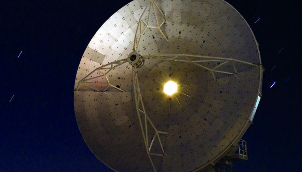 "Stjernenatt på ALMA-feltet i Paranal-ørkenen i Chile. ALMA (ESO/NAOJ/NRAO), <a href=""http://www.eso.org/gallery/v/ESOPIA/ALMA/starry-night-at-alma.tif.html"">originalfil</a>, <a href=""http://creativecommons.org/licenses/by/3.0/deed.en"">se lisens</a>"