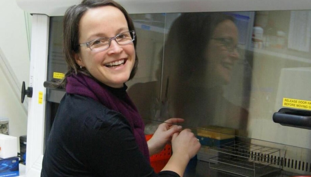 Mari Moren forsker til daglig på knøttsmå fiskeembryo. (Foto: NIFES)
