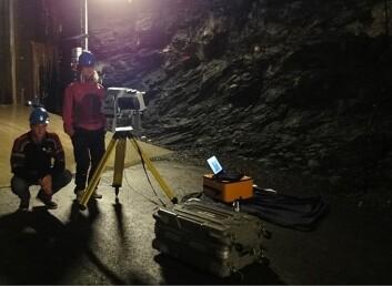 Forskere laserskanner tilløpstunnelen til Tonstad. (Foto: Cedren)