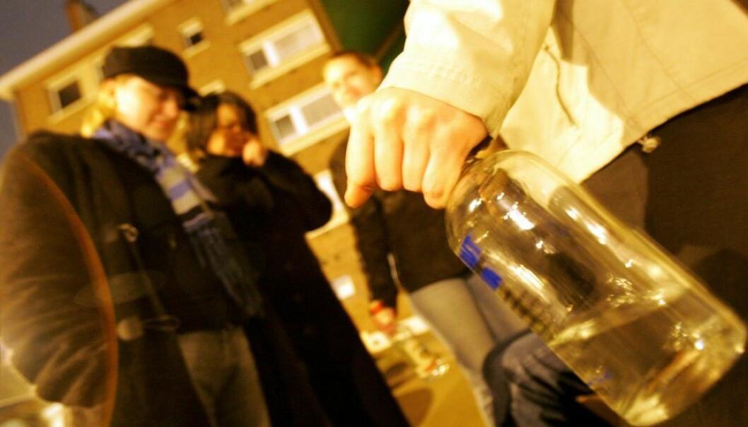 """""""Når midreårige og superfulle folk får kjøpe drikke på byen, er det å bryte norsk lov. Men sjelden får lovbruddet konsekvenser for utestedet."""" Colourbox"""