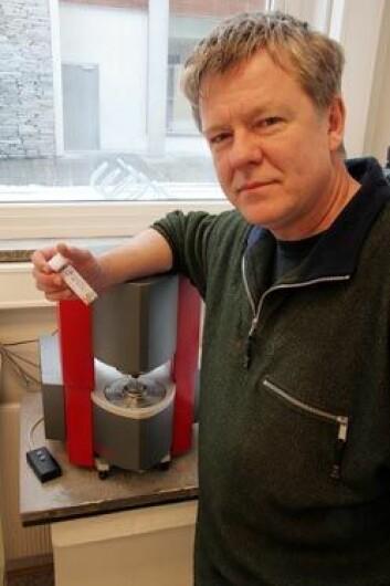 """""""Kurt Ingar Draget og Cathrine Taylor ved NTNU har samarbeidet med St Olavs Hospital om testing av algenes virkning på CF-slimet. Foto: Mentz Indergaard."""""""