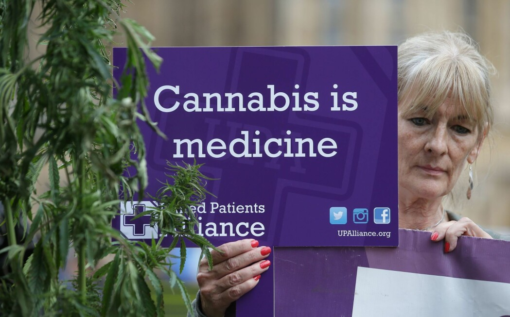 Det er et stadig større press fra pasientgrupper rundt omkring i Europa om gjøre cannabis mer tilgjengelig som medisin. Her fra en demonstrasjon i London i 2017.