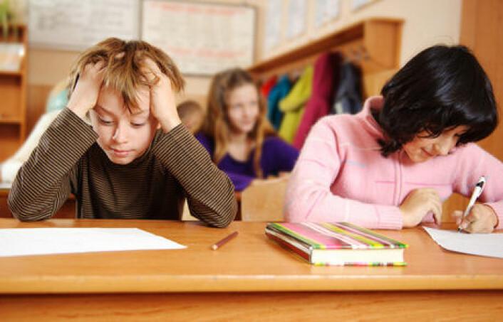 At jenter er flinkere enn gutter på skolen har vært kjent i over hundre år, ifølge NOVA-forsker Elisabeth Backe-Hansen, som understreker at sosial klasse har mer å si for skoleresultater enn kjønn. (Foto: Colourbox)
