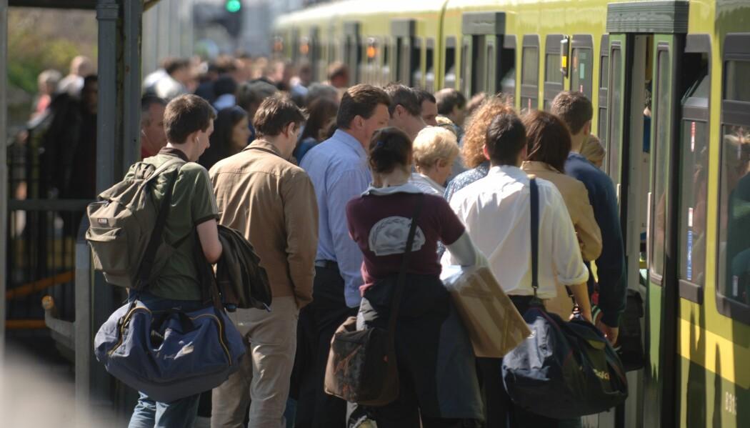 En person på sitt mest smittsomme kan smitte mange på et utsatt sted som en folksom t-bane. Men bor du landlig til, er sjansen stor for at du ikke smitter noen, ifølge flere forsker.