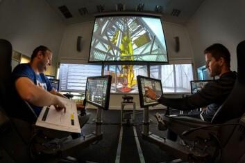 I denne simulatoren kan man prøvebore en brønn og få de samme reaksjonene som man vil få i virkeligheten. Det gjør det mulig å forutse potensielle uhell og milliontap. (Foto: Thor Nielsen, Sintef)