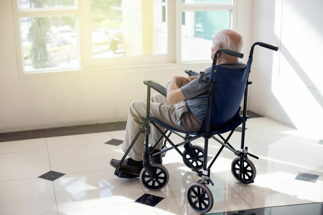 En studie viser hvor sterkt helsepersonell opplever at demens påvirker pasientene. Demens er et resultat av ulike sykdommer eller skader i hjernen som fører til tap av intellektuelle evner og endret adferd.