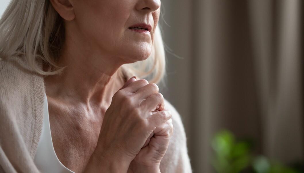 Tungsinn og grubling kan øke demensrisikoen via kroppslig stress, tror forskerne bak en ny studie.