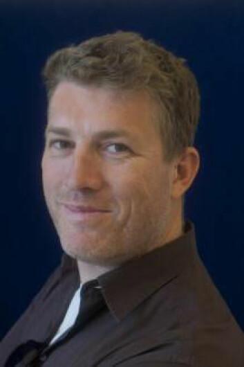 Svein Gullbekk har studert slitasjen på middelaldermynter. (Foto: UiO)