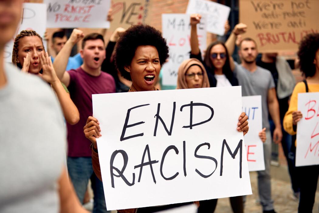 Folk i mange land har ropt ut sin tydelige mening om rasisme.
