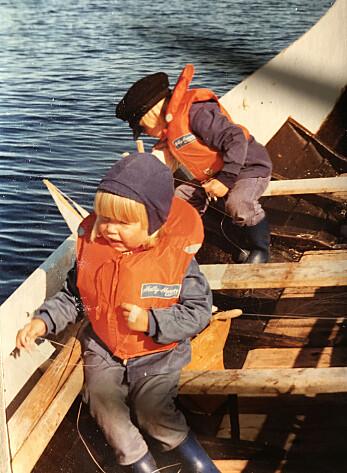 Dyveke og Christian Skauge i båten på Myken.