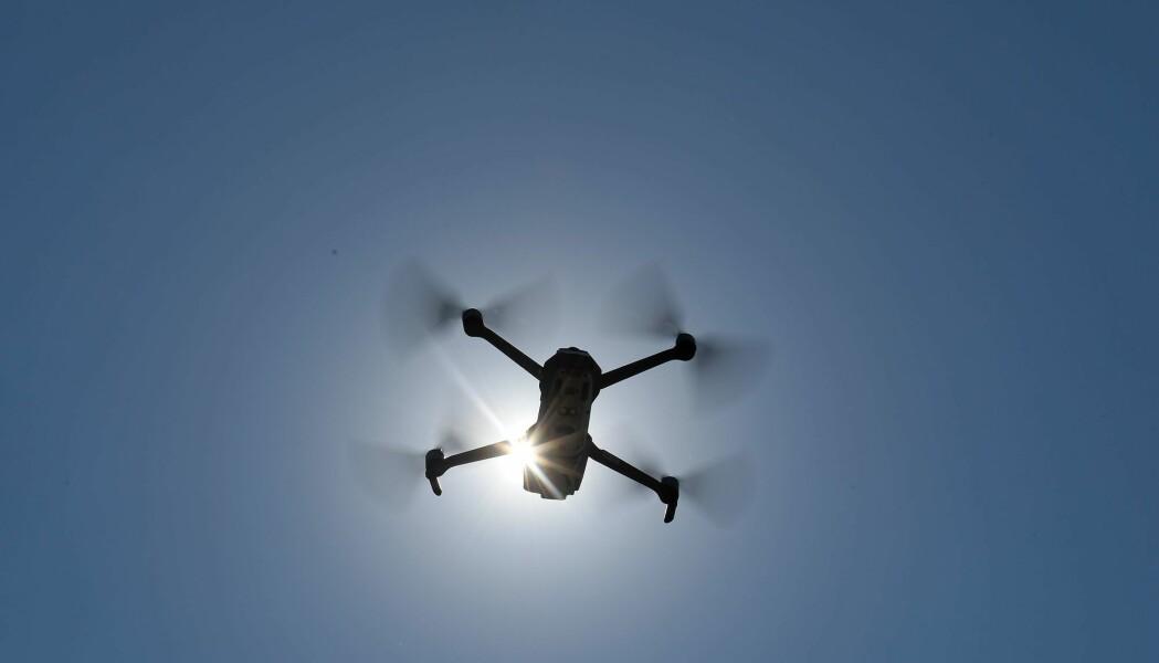 Fra 100 meters høyde skal dronene følge norskekysten