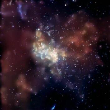 """""""Utsikt til senteret i vår egen galakse Melkeveien. Det sorte hullet lurer usynlig i midten. Bildet er tatt med romteleskopet Chandra, som gjør røngtenobservasjoner."""""""