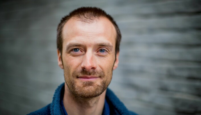 Forsker Daniel Straume omtaler det han arbeider med, som «veldig grunnforskning».