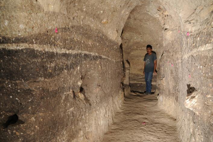 Tunnel ved strukturen A-20 ved Ceibal, Guatemala. Her avdekker forskerne de tidligste konstruksjonene brukt til formelle seremonier i lavlandet der mayaene levde. (Foto: Takeshi Inomata)