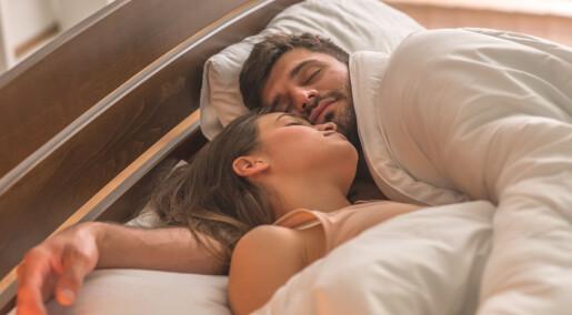 Par sov litt bedre sammen enn alene
