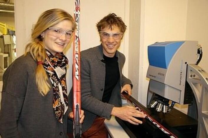 Masterstudent Nora Holst Haaland og doktorgradsstipendiat Felix Breitschädel bidrar til norsk suksess i OL. (Foto: Claude R. Olsen)