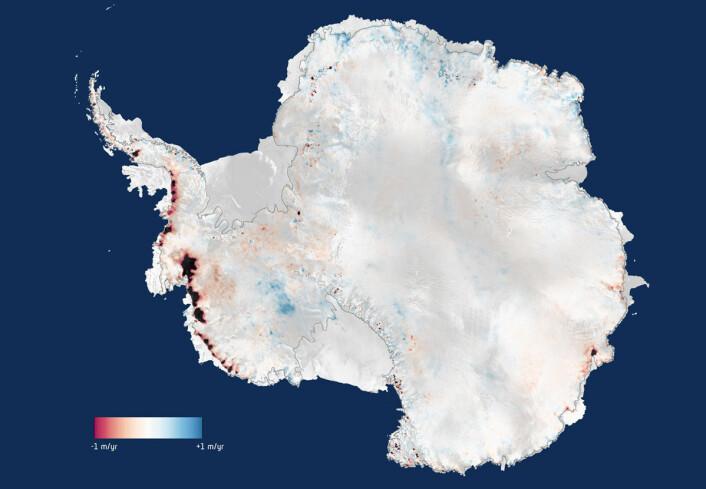Tre års målinger fra CryoSat-satellitten viser at islaget over Antarktis nå mister 159 milliarder tonn is årlig, nok til å heve verdenshavene med 0,45 milliometer i året. Røde områder smelter, blå områder får mer is. (Foto: (Figur: ESA))
