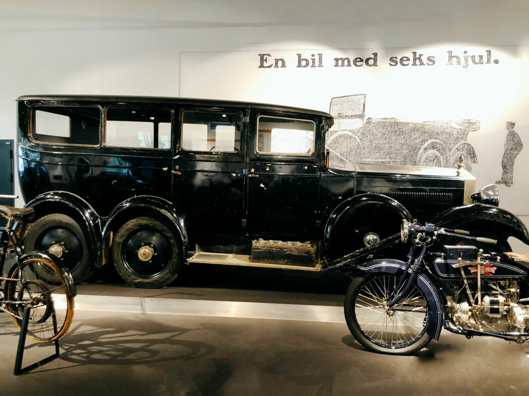 Den store Mustad-bilen med klengenavnet <i>Giganten</i> ble bare lagd i ett eneste eksemplar, men inneholdt flere avanserte løsninger som trekk og bremser på alle de fire bakhjulene. Bilen hadde også hovedlys som fulgte forhjulenes bevegelser til høyre og venstre.