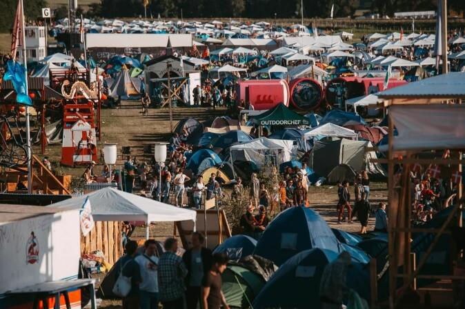 Festivaler handler ikke bare om musikk – de handler også om fellesskap og mye annet. Her Roskilde-festivalens campingområde.