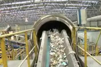 Nye søppelsorteringsmaskiner i Follo sorterer plast- og matavfall for innbyggarane. (Foto: NRK)