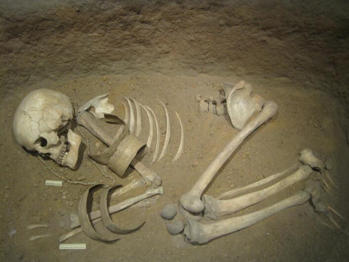 Arkeologer kan finne vitner om krig i form av våpen, skader på skjeletter, gruppegraver og befestede bosteder. På den annen side er ikke skader på et skjelett nok til å konkludere med krig, advarer forskerne bak undersøkelsen. (Foto: Douglas P. Fry)