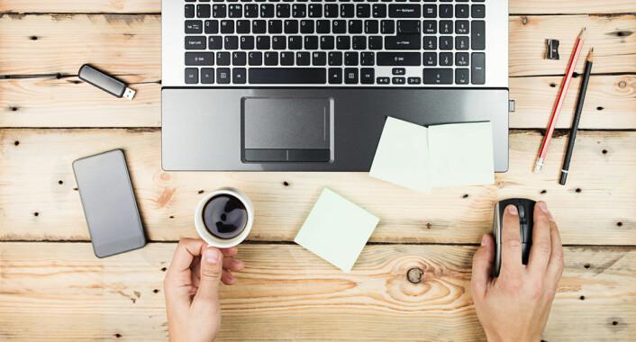 Den nye teknologien gjør at det forventes av at vi skal være tilgjengelige selv etter arbeidstid, noe som skaper en grenseløs arbeidshverdag, ifølge forskerne. (Foto: Maksim Kostenko, Microstock)