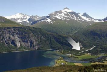 Tettstedet Eresfjord hvor det nå er satt i gang produksjon av flaskevann. (Foto: B. M. Øverås)