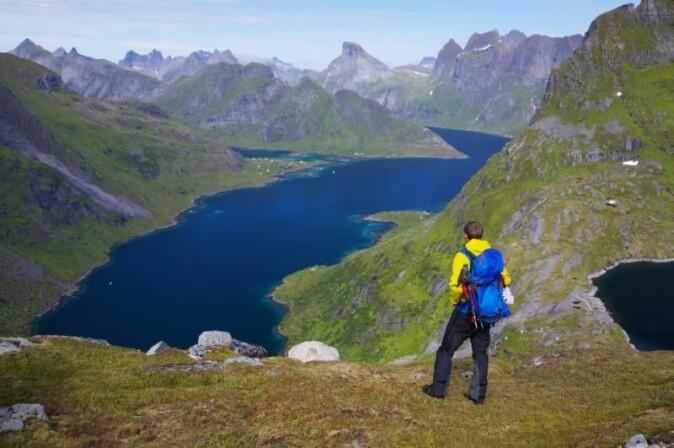 Lær deg kart og kompass og oppdag naturen i sommer. Gjerne nært der du bor, anbefaler reiselivsekspertene ved UiT.