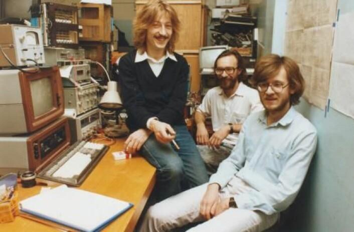 Deler av teamet bak den sovjetiske PC Kronos, fotografert i 1991. Fra venstre: Aleksei Nedorja, Evgenij Tarasov og Vladimir Filippova. (Foto: Doron Swade, Museum of Science, London, UK. Med tillatelse.)