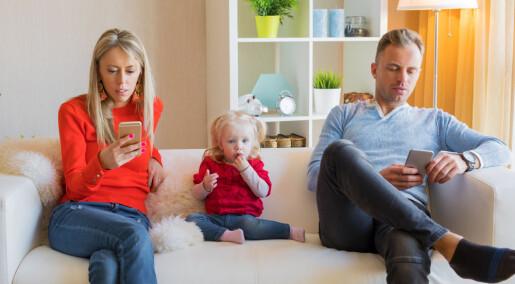 Litt mobilbruk foran barna er ikke skadelig, mener forskere