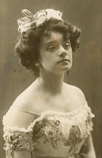 Gyda Christensen som Hanna Glawari i «Den glade enke» i 1908. Året etter ble det en helt annen dans på norske scener. (Foto: Otto Borgen)