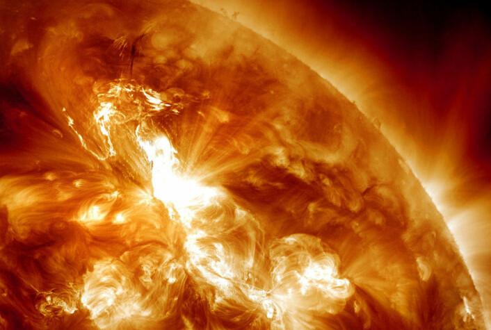 Slik så det ut 23. januar, da Nasas Solar Dynamics Observatory tok bilder av en utblåsning på soloverflaten. Utblåsningen førte til kraftig nordlys verden over. (Foto: NASA/SDO and the AIA Consortium/Edited by J. Major)