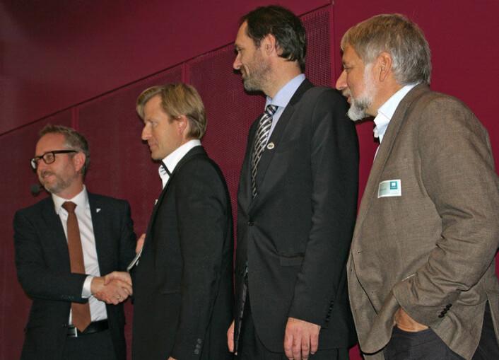 Her blir sammendraget av klimarapporten presentert for miljøvernminister Bård Vegar Solhjell (tv.). Fra høyre Eystein Jansen, Jan-Gunnar Winther og Gunnar Myhre. (Foto: Bjørnar Kjensli)
