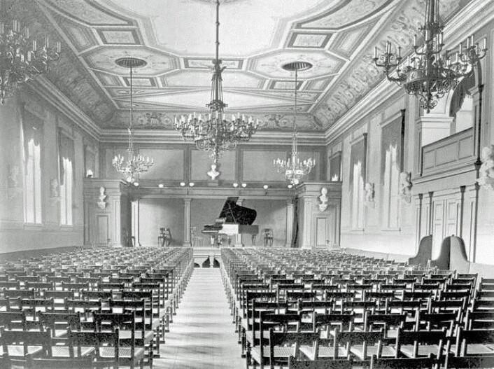 Brødrene Hals' pianofabrikk og konsertsal var stedet der Gyda Christensen første gang inviterte til dansesoaré med modernistiske bevegelser. (Foto: Severin Worm-Petersen)