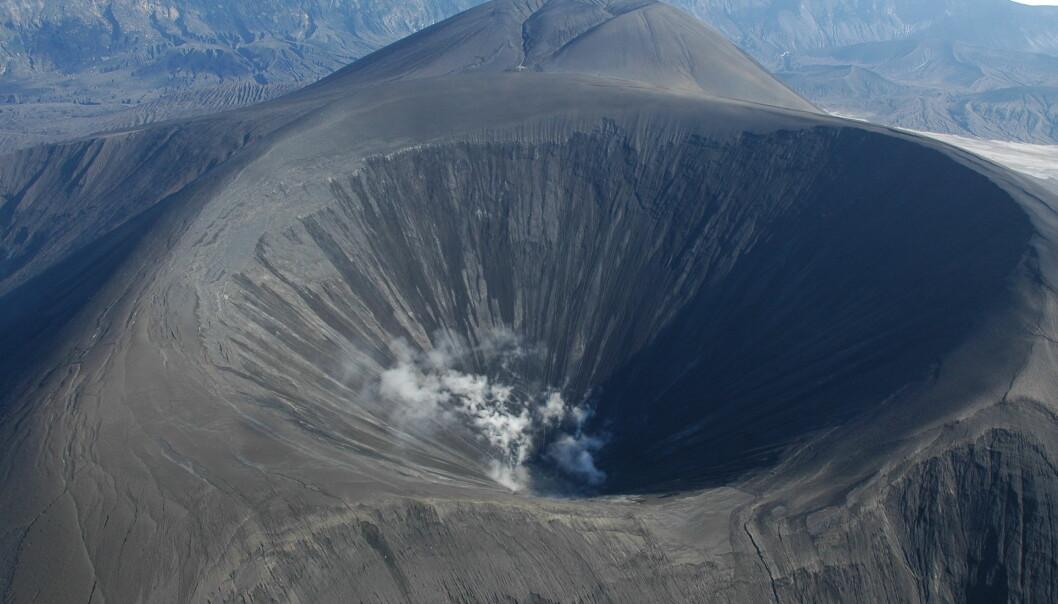 Forskere mener de har funnet bevis for at vulkanen Okmok hadde et toårig utbrudd som begynte 43 år f.kr. Året som fulgte blir beskrevet av oldtidens forfattere som et uår preget av kaldt vær og mørke dager.