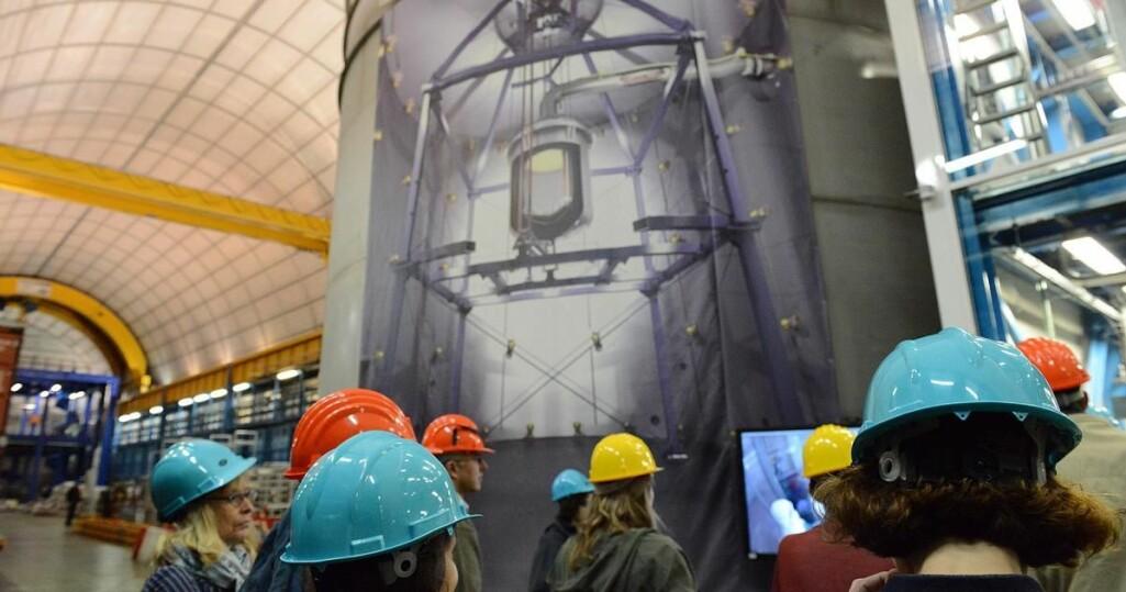 En tank med edelgassen xenon under 1,5 kilometer fjell i Gran Sasso, Italia.