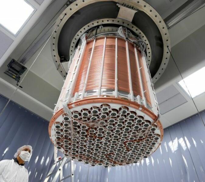 Verdens mest sensitive mørk materie-eksperiment: Fra 2016-2019 søkte forskerne etter spor av mørk materie med XENON1T. En enda bedre og større detektor er under installasjon i Italia.