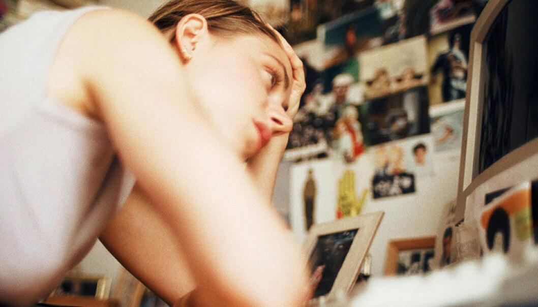 Snoking på eksens Facebook-profil kan forsterke kjærlighetssorgen. www.colourbox.com