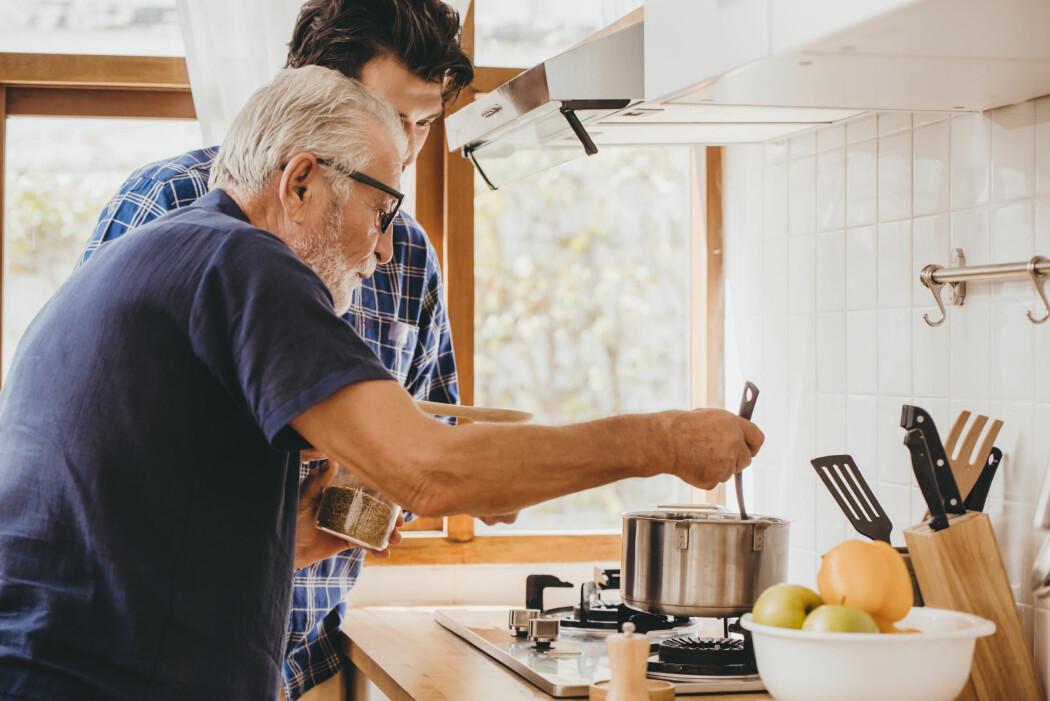 – De fleste ønsker å bo hjemme så lenge som mulig. Det kan stå i motsetning til holdningen om at folk må på sykehjem når de blir gamle, sier Oscar Tranvåg.
