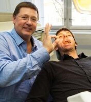 Ståle Petter Lyngstadaas og Håvard Jostein Haugen er to av forskerne bak oppfinnelsen. (Foto: Yngve Vogt)