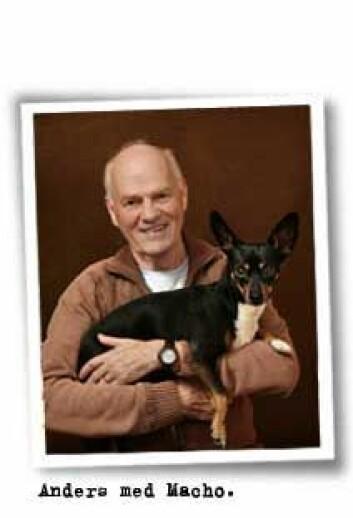 Anders Hallgren studerte sammenhengen mellom alenetid og problemadferd. Her med hunden Macho. (Foto: Eivor Rasehorn)