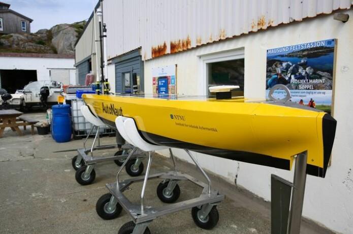 Autonaut er endelig oppe fra vannet, etter å ha beveget seg rundt i havet i to uker.
