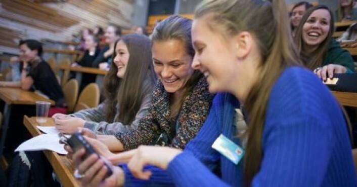 Rask respons på læring, sosialt samspill og lek. Det er tre stikkord for hva utviklerne vil med Kahoot! Her studenter ved NTNU i full gang med å spille. (Foto: Kai Torgeir Dragland, NTNU)